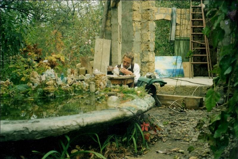 Нужин Дмитрий в мастерской за работой